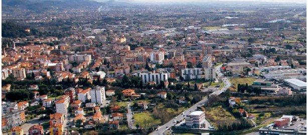 """Sarzana, cittadina """"diffusa"""" (immagine dal manifesto elettorale dell'amministrazione uscente)"""
