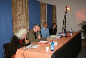 Il professor Paolo Baldeschi (col microfono) interviene al convegno su Urbanistica e partecipazione