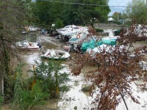 Non sono stati risparmiati neppure i rimessaggi a terra: si sono salvati solo i grossi yacht