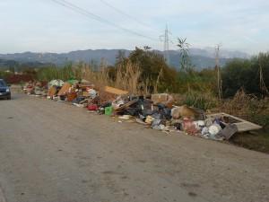 Da Santo Stefano a Bocca di Magra le strade sono disseminate di masserizie (qui nella zona di Battirello)
